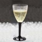 Vīna vai šampanieša glāze ar melnu kājiņu. Plastikāta, caurspīdīga 140 ml. .